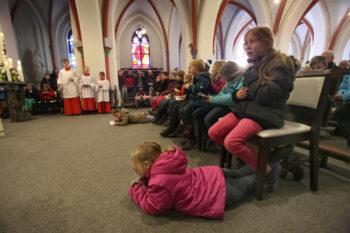Children and altar server praying (pilgrimage)